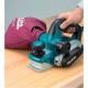Cepillo eléctrico Makita 82 mm 850 W 16.000 rpm KP0810 cepillando con bolsa recoge polvo