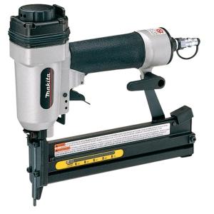 Grapadora neumática Makita modelo AT638 especial para tapicería