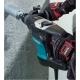 Martillo combinado Makita HR3200C 850 W 32 mm SDS-PLUS taladrando en muro de hormigon
