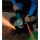 Amoladora Makita de 230 mm 2000 W GA9012C cortando