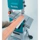 Sierra de cinta Makita LB1200F con 900 W serrando