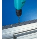 Taladro Makita 6408 530 W taladrando en aluminio
