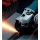 Amoladora Makita de 180 mm 2000 W GA7012C cortando
