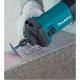 Amoladora Makita recta 6 mm 400 W GD0602 cortando